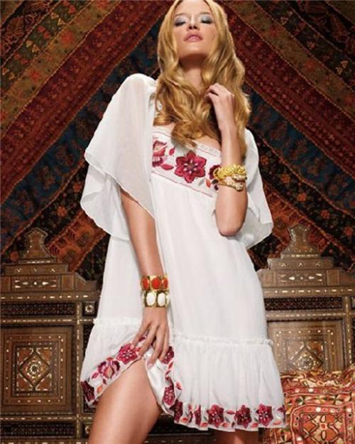 Одежда шьется в деревенском или народном стиле, довольно простая.